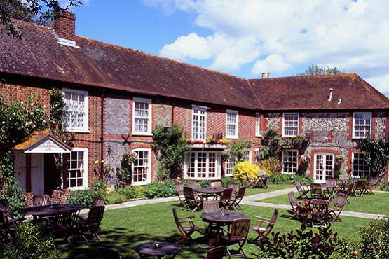 Front and gardens at the Millstream hotel