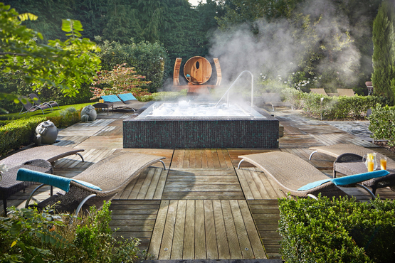 Utopia Spa hot tub, sauna and loungers