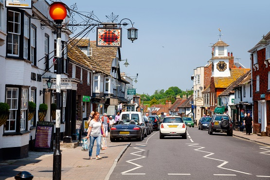 Steyning busy high street at a road crossing
