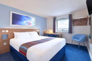 Large double bed room at Travelodge East Grinstead